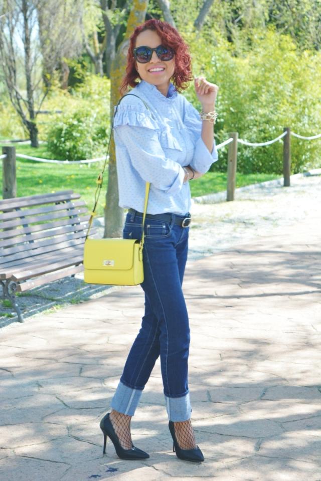 Camisa con volantes y medias rejillas 7