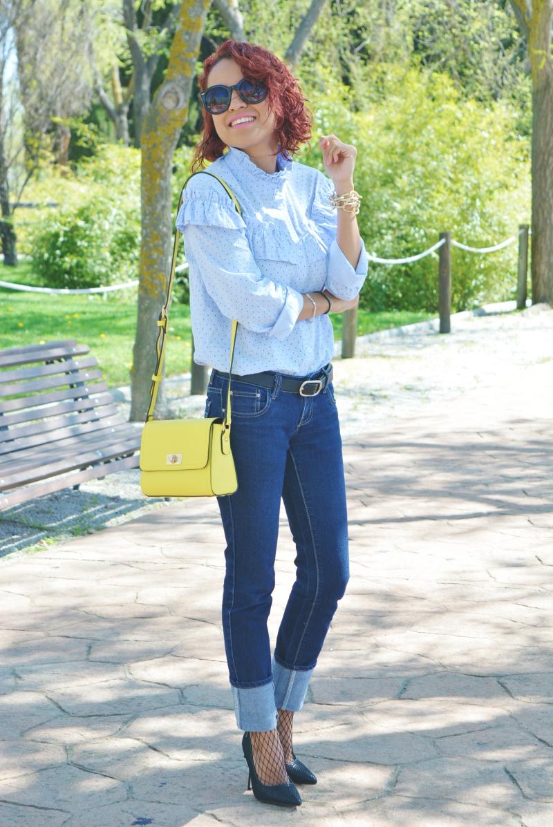 Camisa con volantes y medias rejillas 8