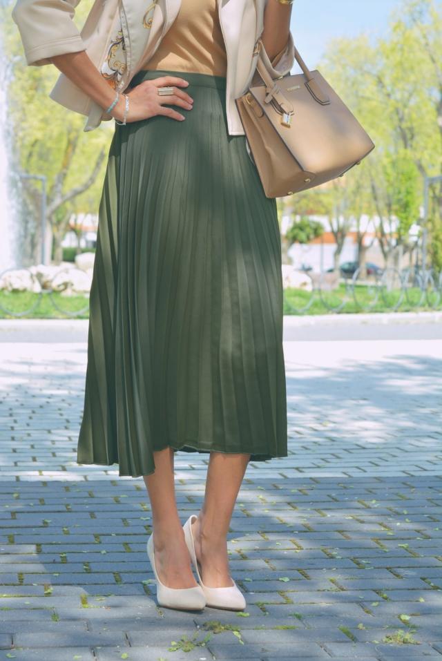 Falda midi plisada