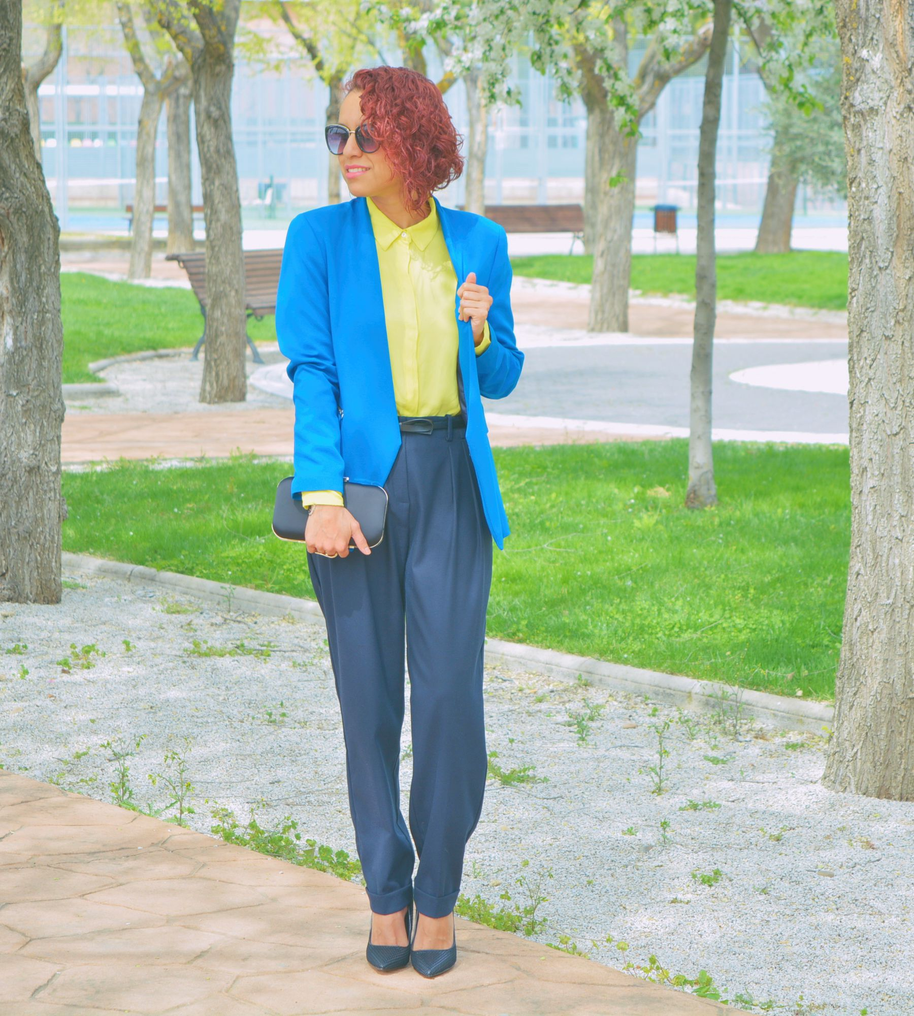 Look con blazer azul