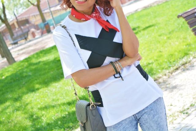 Bandana roja y camiseta Shein