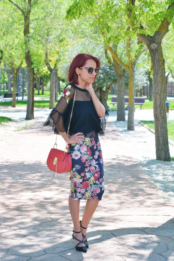 Look con falda de flores