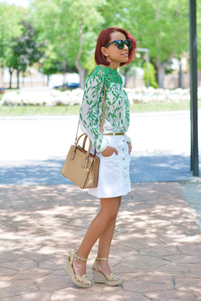 Falda blanca y blusa con encaje