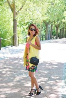 https://gabbysweetstyle.com/2017/08/18/como-combinar-una-falda-estampada-con-un-chaleco-amarillo/