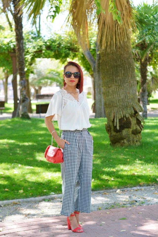 Outfit con pantalón de cuadros vichy
