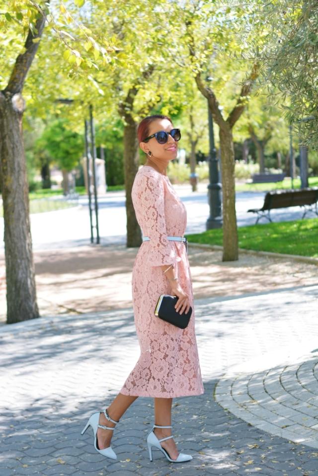 Outfit con vestido rosa