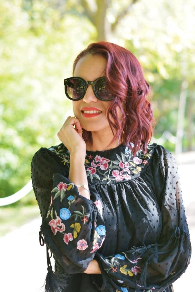 Blusa negra plumeti y bordados flores