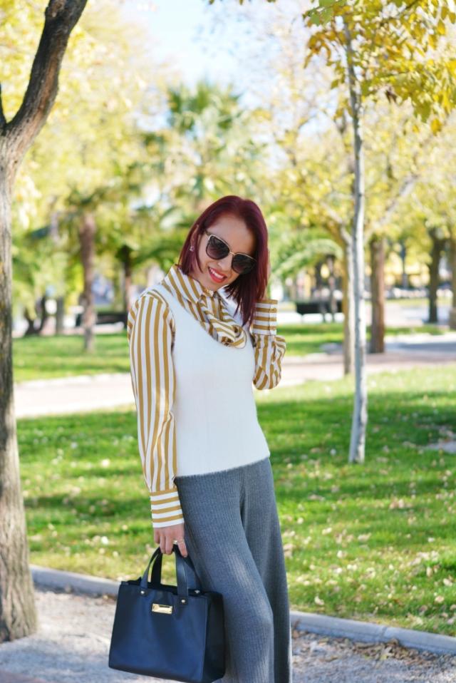 Look de otoño con blusa de rayas