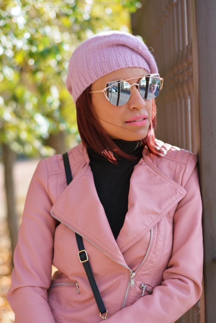 Baiker rosa con gafas espejo