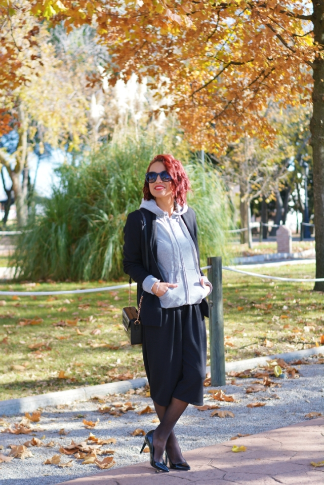 Look total black con sudadera
