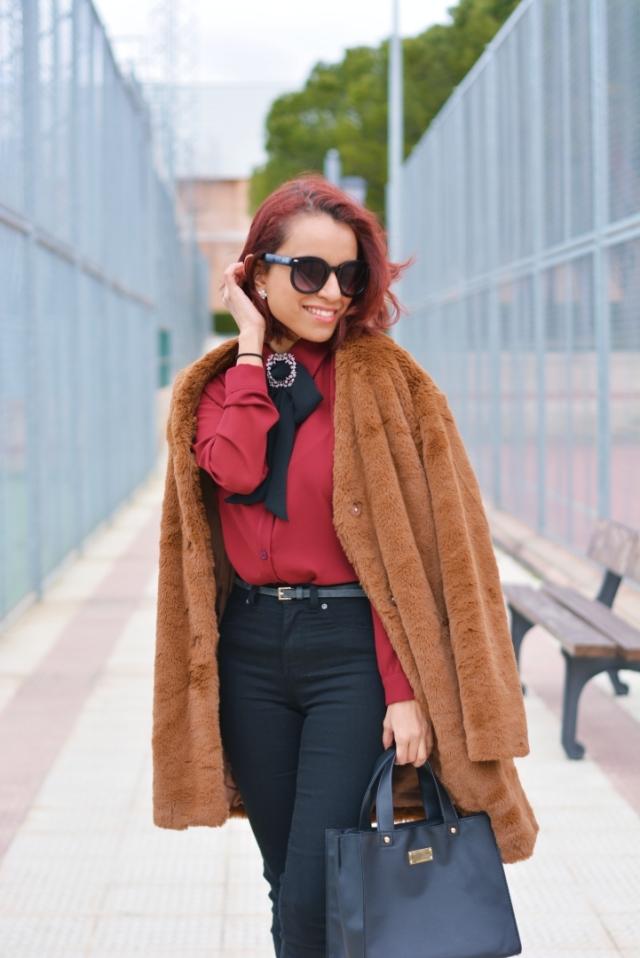 Outfit con abrigo de pelo