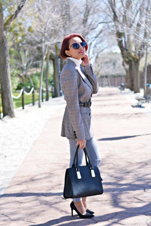 Outfit con blazer estampada