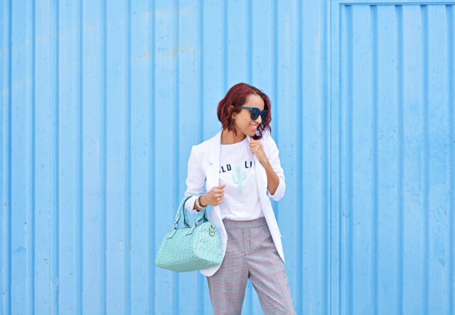 Look con camiseta blanca