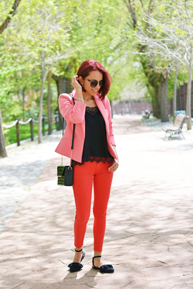 Look con rojo y rosa