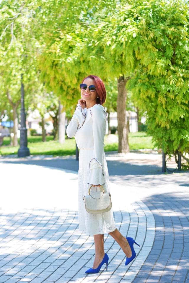 Outfit con zapatos azules
