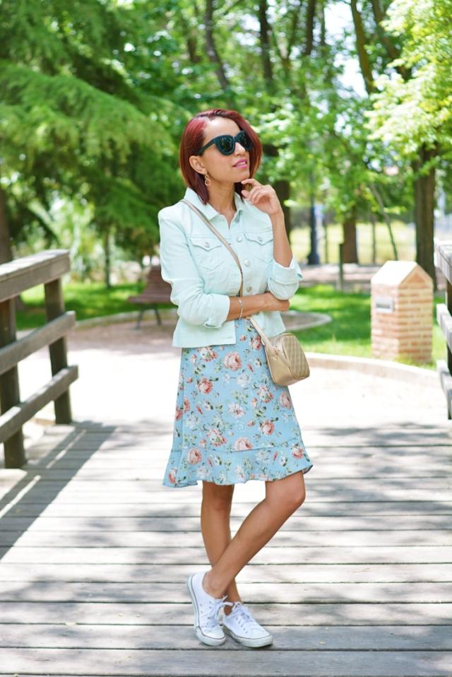 Look con vestido de flores